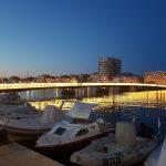 Stadtbrücke bei Nacht